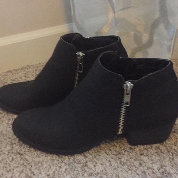 629031abc214 UNIONBAY Shoes | Holly Black Ankle Boot Size 65 | Poshmark
